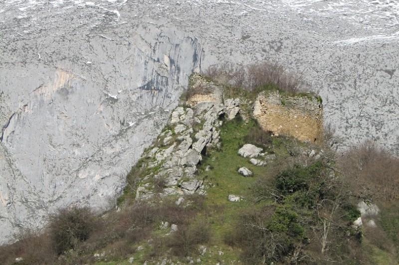 Ruinas del Castillo de Alesga